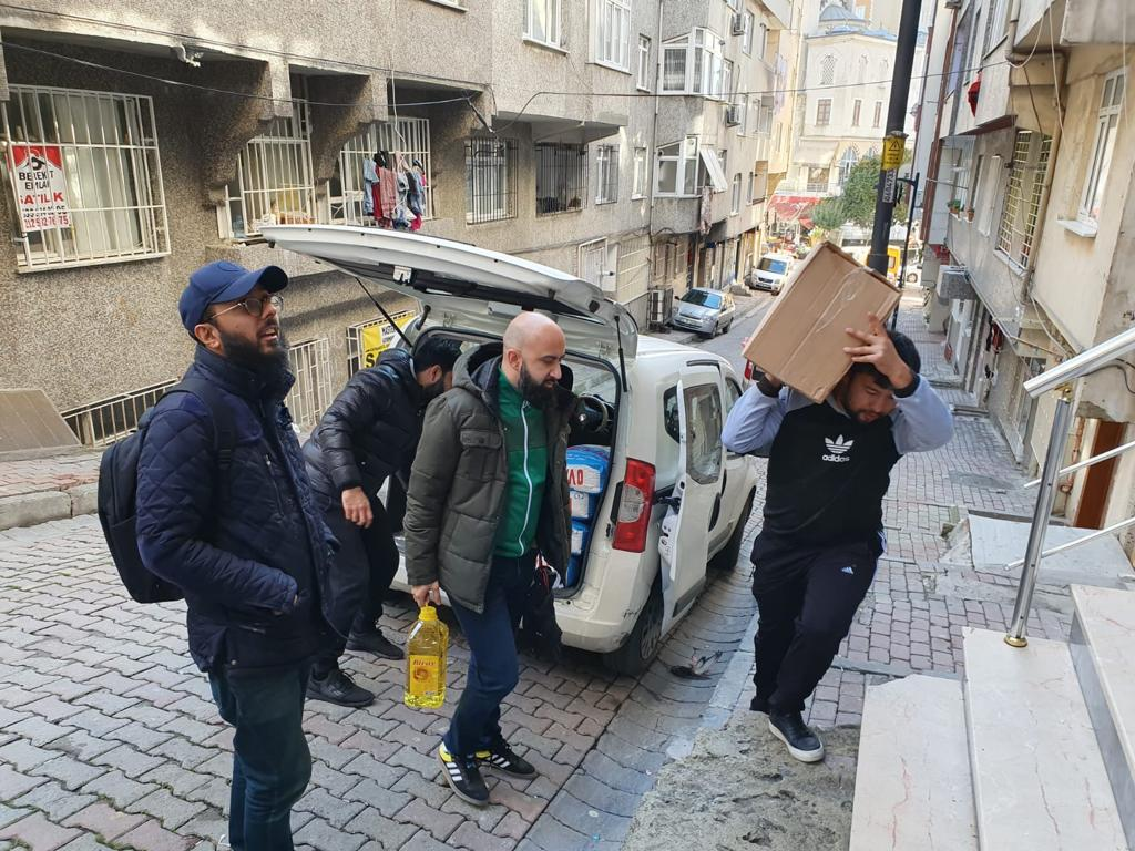 Volunteers delivering food packs in Turkey